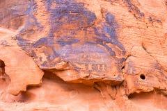 Tallas antiguas de la roca en el valle del parque de estado del fuego, Nevada foto de archivo