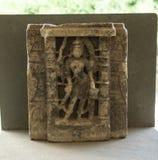 Tallas de Indrani de la diosa en piedra en el palacio de la ciudad, Udaipur, Rajasthán, la India imagen de archivo