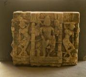 Tallas de Vaishnavi de la diosa en piedra en el palacio de la ciudad, Udaipur, Rajasthán, la India fotografía de archivo libre de regalías