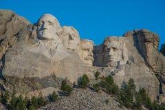 Tallas en el monte Rushmore fotos de archivo