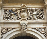 Tallas en la puerta de e del ayuntamiento de Halifax foto de archivo libre de regalías