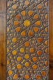 Tallas islámicas en superficie de madera Fotografía de archivo