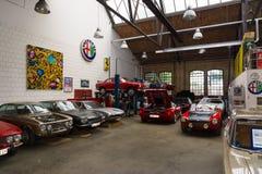 Taller de la restauración de coches italianos fotografía de archivo libre de regalías