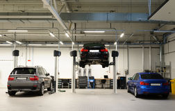 Taller de reparaciones del coche Imagen de archivo libre de regalías