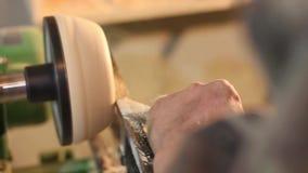 Taller de torneado de madera almacen de metraje de vídeo