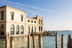 Taller que sopla de cristal, Murano Fotos de archivo libres de regalías