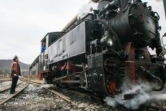 Talleres del tren con el puente corriente Imagen de archivo libre de regalías