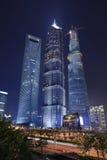 Talles skyskrapor av Shanghai lokaliserade på Lujiazui område Fotografering för Bildbyråer