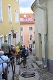 Tallin, el 23 de agosto de 2014 - calle céntrica de Tallin en Estonia Foto de archivo