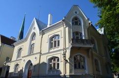 TALLIN, ESTLAND 24 AUGUSTUS 2015 - Toeristenmening van Oude Stadsarchitectuur in Tallinn, Estland Stock Fotografie
