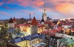 Tallin stad, Estland på soluppgång Arkivfoton