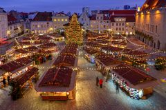 tallinn Площадь ратуши на рождестве стоковые изображения