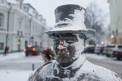 Tallinn, beeldhouwwerk in bronsschoorsteenveger royalty-vrije stock afbeelding