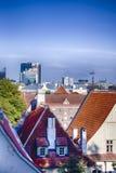 Tallinn Cityscapesikt från domkyrkatorn på middagar royaltyfri foto