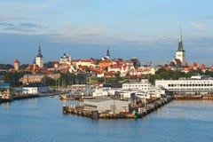 Tallinn con il porto del mare Immagini Stock