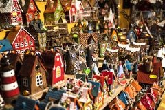 Tallinn, Eesti - December 2017: Showcase van Kerstmisbox op markt in Tallinn royalty-vrije stock afbeeldingen