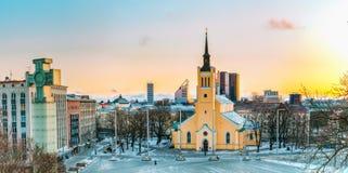 Tallinn, Estónia Panorama da igreja de St John Jaani Kirik At Fotografia de Stock Royalty Free