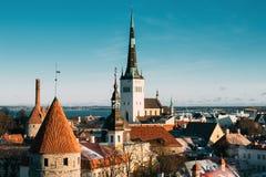 Tallinn, Estónia Peça da parede da cidade de Tallinn com torres, no Fotos de Stock Royalty Free