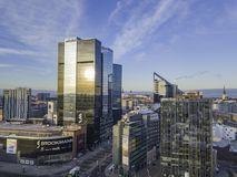 TALLINN, ESTÔNIA - 01, arquitetura da cidade de 2018 antenas do negócio moderno Imagem de Stock Royalty Free