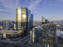 TALLINN, ESTÔNIA - 01, arquitetura da cidade de 2018 antenas do negócio moderno Imagens de Stock