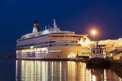 TALLINN, ESTÔNIA - 16 DE AGOSTO DE 2018: Balsas de Tallink no porto imagens de stock royalty free