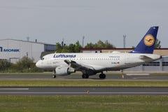 Tallinn, Estônia - 20 de maio de 2018 Lufthansa Airbus A319-100 em Tal Imagens de Stock Royalty Free