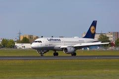Tallinn, Estônia - 20 de maio de 2018 Lufthansa Airbus A319-100 em Tal Imagens de Stock