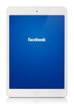 Tallinn, Estônia - 25 de fevereiro de 2014: Facebook é um soci em linha Fotos de Stock