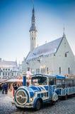 Tallinn, Estônia ? o mercado o mais velho do Natal de Est?nia com muito uma longa hist?ria que data de 1441 Imagem de Stock