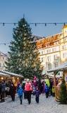 Tallinn, Estônia ? o mercado o mais velho do Natal de Est?nia com muito uma longa hist?ria que data de 1441 Imagens de Stock