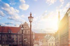 Tallinn, Estland Cityscape horizon van toeristisch Tallinn Rode daken, middeleeuwse huizen royalty-vrije stock foto's