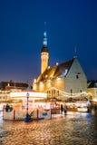 Tallinn, Estland, Europa Traditioneller Weihnachtsmarkt auf Stadt Hall Square Stockbild