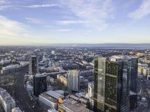 TALLINN ESTLAND - 01, 2018 flyg- cityscape av den moderna affären Royaltyfria Bilder