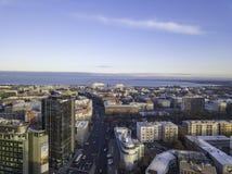 TALLINN ESTLAND - 01, 2018 flyg- cityscape av den moderna affären Arkivbilder