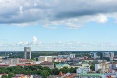 TALLINN ESTLAND - 05 07 2017 flyg- sikt av Tallinn i en beauti Arkivfoto