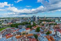 TALLINN ESTLAND - 05 07 2017 flyg- sikt av Tallinn i en beauti Arkivfoton