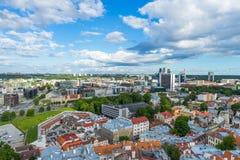 TALLINN ESTLAND - 05 07 2017 flyg- sikt av Tallinn i en beauti Royaltyfria Foton