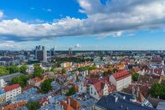 TALLINN ESTLAND - 05 07 2017 flyg- sikt av Tallinn i en beauti Royaltyfri Bild