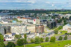 TALLINN ESTLAND - 05 07 2017 flyg- sikt av Tallinn i en beauti Arkivbilder