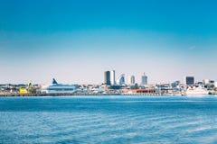 Tallinn, Estland Horizon van Tallinn, Blauwe Duidelijke Hemel in Sunny Day Royalty-vrije Stock Fotografie