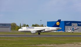Tallinn, Estland - 20. Mai 2018 Lufthansa Airbus A319-100 in Tal Lizenzfreie Stockfotos