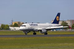Tallinn, Estland - MEI 20, 2018 Lufthansa Luchtbus A319-100 in Tal Stock Afbeeldingen