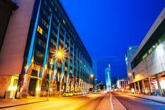Tallinn, Estland Nachtansicht des Hotel-Gebäudes in der Abend-oder Nachtbeleuchtung auf A Laikmaa-Straße Stockbild