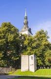 TALLINN ESTLAND - SEPTEMBER 09, 2016: FörfattareEduard Vilde monum arkivfoton