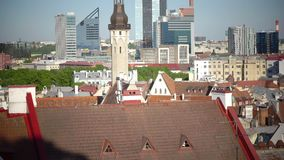 TALLINN, ESTLAND 5 SEPTEMBER, 2015: Oud Thomas is één van de symbolen en de beschermers van Tallinn, de hoofdstad van Estland stock footage