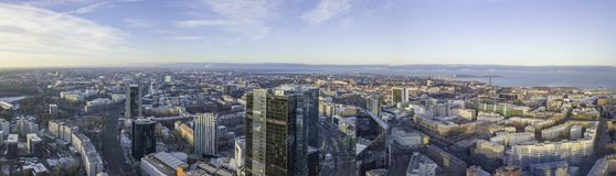 TALLINN, ESTLAND - 01, Stadtbild mit 2018 Antennen modernem Geschäft Stockbild