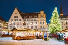 Tallinn, Estland Traditioneller Weihnachtsmarkt auf Stadt Hall Square Stockfoto
