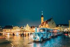 Tallinn, Estland Vakantietrein voor Sightseeing dichtbij Traditioneel royalty-vrije stock fotografie
