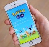 Tallinn, Estonia - 18 de julio de 2016: Los servidores de Pokemon Go están abajo de debido al desbordamiento de la respuesta Imagen de archivo libre de regalías