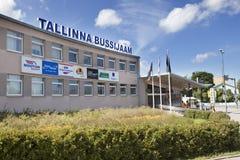 TALLINN, ESTONIA 17 DE JUNIO - 2012: término de autobuses central Fotos de archivo libres de regalías